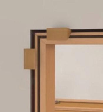 Ecken mit Holzkeilen fixieren